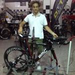 Immagine di visita di assetto con BMC Crono a Porto San Giorgio nel punto di biomeccanica e preparazione del negozio Crono Bike